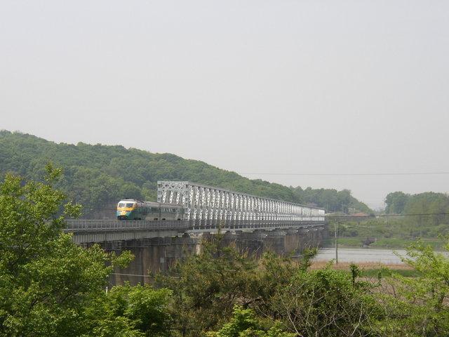 s. 臨津江の鉄橋(これも自由の橋)