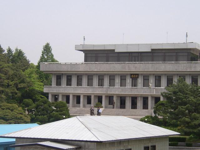 b. 北朝鮮側の板門閣